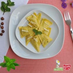 Triangles de ricotta et menthe avec fromage pecorino et beurre salé